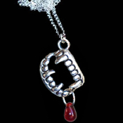 Bite Me Fang Banger True Blood Drop VAMPIRE FANGS FALSE TEETH PENDANT NECKLACE Gothic Undead Teeth Charm Costume Jewelry. Halloween Dracula Charm Amulet. Fun accessory for True Blood, Vampire Diaries, Twilight party for Team Edward or Jacob fans.