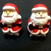 Whimsical Handpainted Glossy Ceramic Twin SANTA CLAUS SALT PEPPER SHAKERS SET Classic Christmas Functional Decorative Crafts Collectible, Novelty Holiday Table Decoration, Secret Santa Present, Hostess Gift, Ugly Sweater Party Favor, Stocking Stuffer