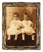 Huge DEMON TWINS HOLOGRAPH PORTRAIT Haunted House Prop Halloween Decoration Wall Decor. Gortrait features happy little children that turn into evil demented souls before your eyes. Extra Large Flicker Picture Print, antique-look frame, 17 x 21-inch.