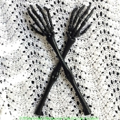 PAIR Halloween Gothic Plastic SKELETON HAND TONGS SERVERS Creepy Novelty Zombie Arm Hand Bones Kitchen Food Pasta Salad Serving Forks Utensil Walking Dead Steampunk Pirate Over-the-Hill Birthday Party Hostess Gift Haunted House Horror Prop Decoration