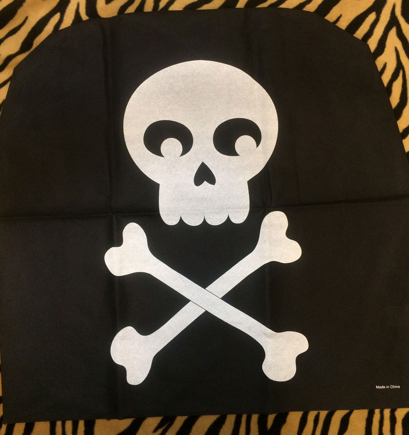 Awe Inspiring Black Pirate Skull Crossbones Chair Cover Birthday Party Inzonedesignstudio Interior Chair Design Inzonedesignstudiocom